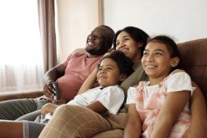 gelukkig gezin met Only Fans